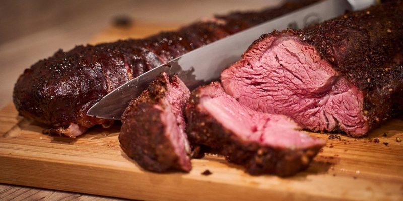 viande-saignante-barbecue